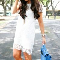Vestido branco – Acessórios coloridos