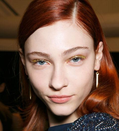 Ruiva olhos azuis