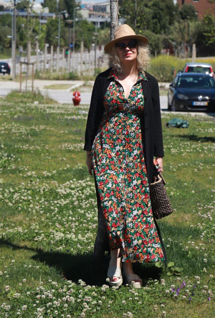 6d154f4a05 Os vestidos floridos dão vida a looks hiper femininos