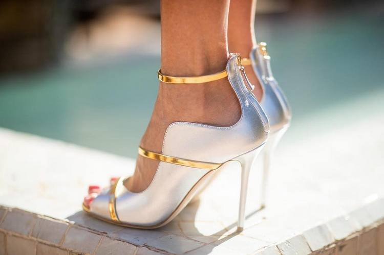6092dba89 Desde os modelos mais clássicos aos mais trendy, os sapatos devem ser  elegantes e confortáveis, para que os possa aguentar até ao final da festa.